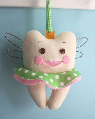 Felt tooth fairy pillow tutorial by Larissa of mmmcrafts blog-spot ...